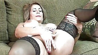 Mature tramp Sandie Marquez plays with her Latina fuckbox