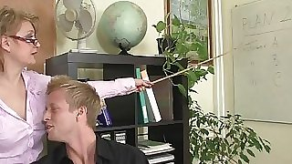 Mature office boss compels him fuck her hard